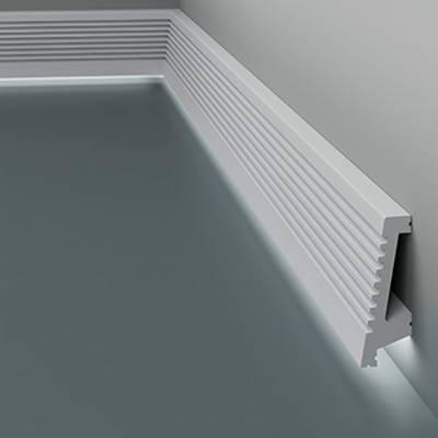 Licht - Sockelleiste / Fußleiste 6.53.702 Lines   aus hochfestem und wasserfestem Polystyrol